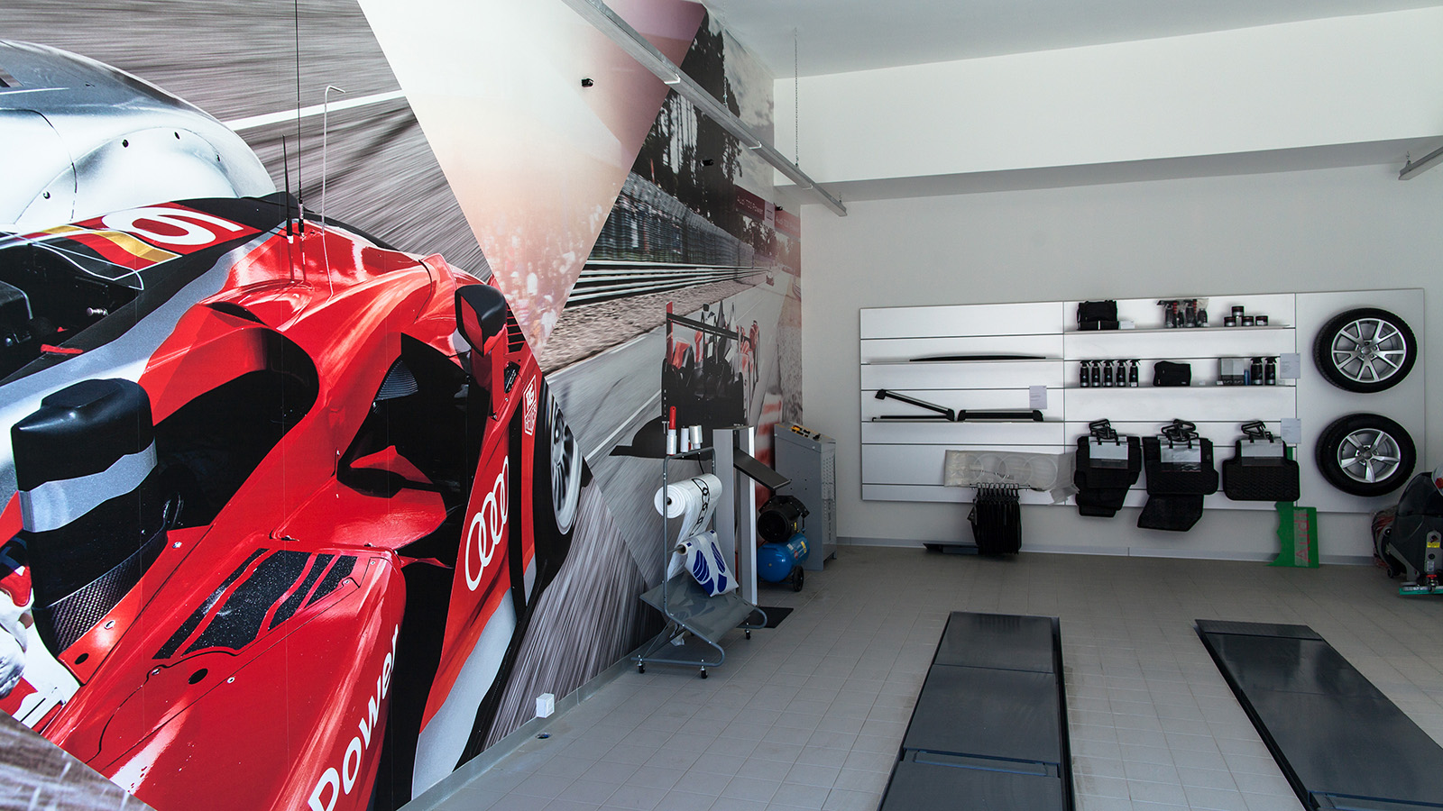 Dekorujemy salon Audi cz.3